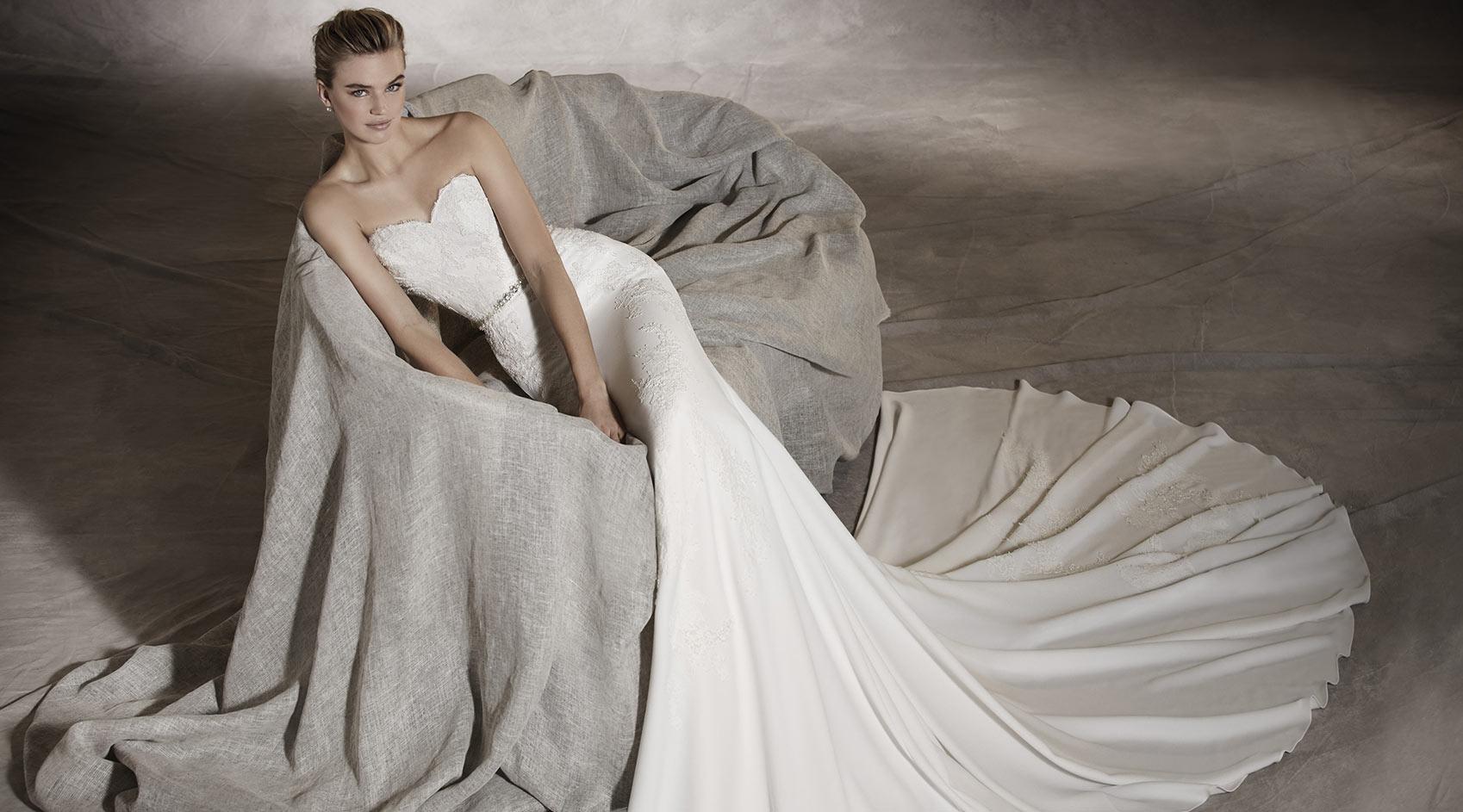 7299289eab22 Quando scegliere l abito da sposa  La scelta del vestito da sposa è uno dei  momenti più emozionanti della preparazione del matrimonio